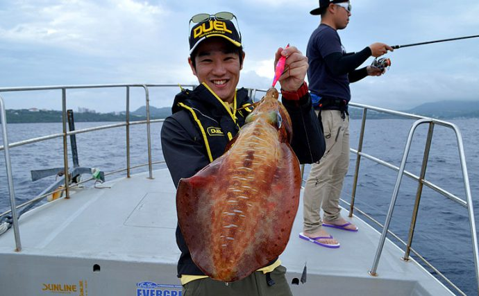 沖縄でボートからのディープエギング!狙うは5kgオーバーのアオリイカ