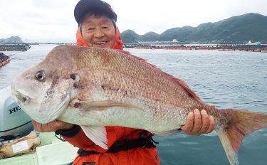 ストライクゾーン広くカカリ釣り!1m超のマダイや青物をアゲアゲ【愛媛県日振島】