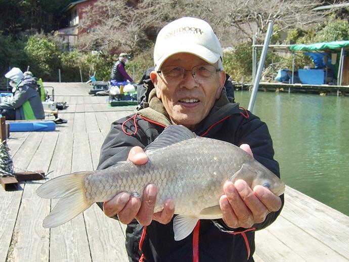 管理釣り場ヘラブナ釣りで36cm手中 最後の最後で【奈良・当麻池】