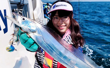 大阪湾タチウオ&アジリレー船で指6本級 即アワセが吉【大阪・湊丸】