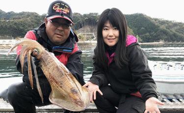 船からのヤエン釣りで2.5kg春アオリイカ 緊張感が病みつきに!