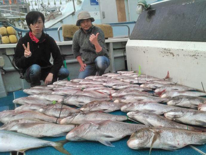 【玄界灘】船釣りマダイ最新釣果 6kg乗っ込み大ダイに船中60尾!