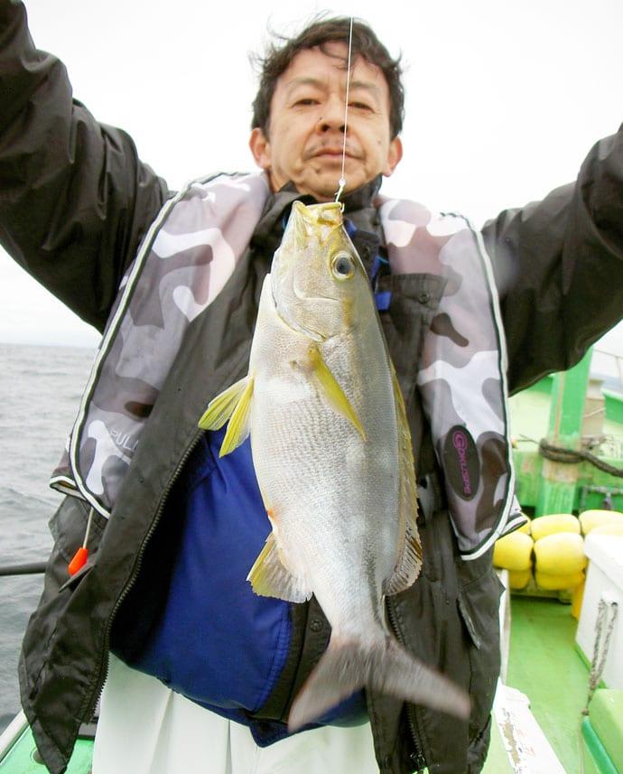 リレー船で4.3kg大ダイ&38cm頭に大アジ連発【千葉・庄幸丸】