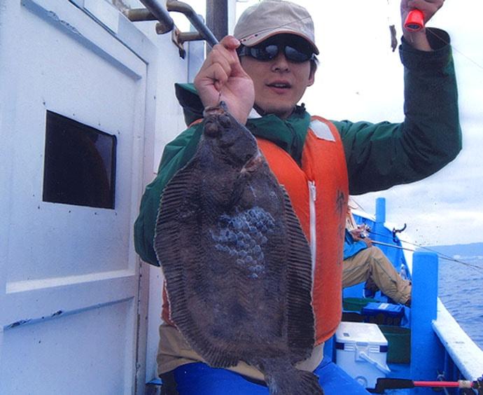 船マコガレイ釣りで45cm本命 エサ小さめがアタリ【茨城・弁天丸】
