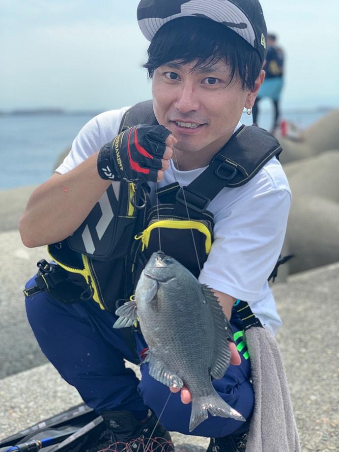 沖堤フカセ釣りグレ乱舞 49cmチヌも【神戸・ポートアイランド赤灯台】