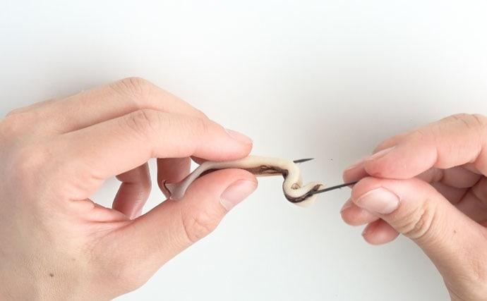 【動画あり】万能釣りエサ『イカ短』の針への代表的な2つの付け方を解説