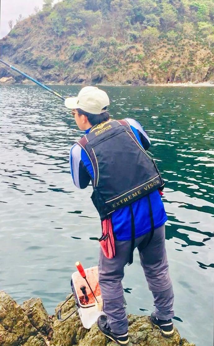 沖磯フカセ釣りでグレ30尾超 さしエサ工夫でコッパ避けて良型手中!