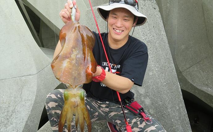 漁港でのデイエギングで人生初キロアップアオリイカ【和歌山・串本港】