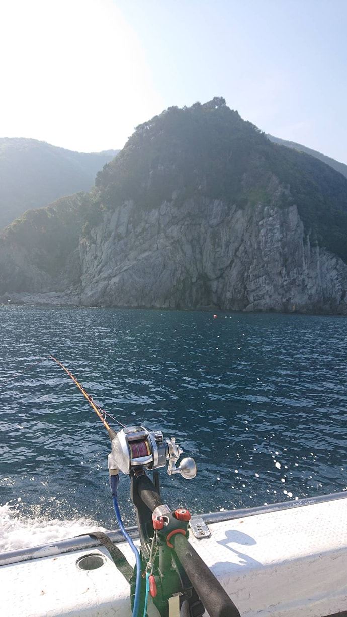 泳がせ根魚五目で超美味ハタ類を狙う 62cmヒラメも!【魚磯丸】