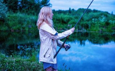 夏の釣りにマストなアイテムを女性視点で紹介 おしゃれの前に安全に!