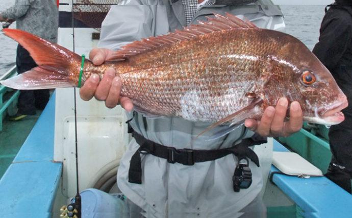 伝統釣法『シャクリマダイ』で3kg級本命を手中【千葉県・彦次郎丸】