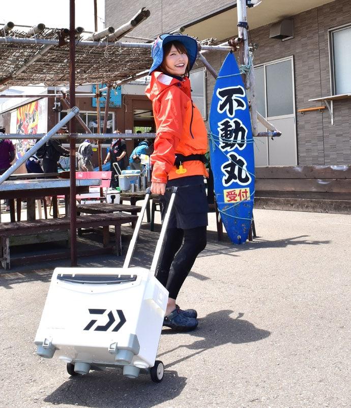 『みっぴ』がカットウ釣り初体験 特大ショウサイフグ登場!【不動丸】