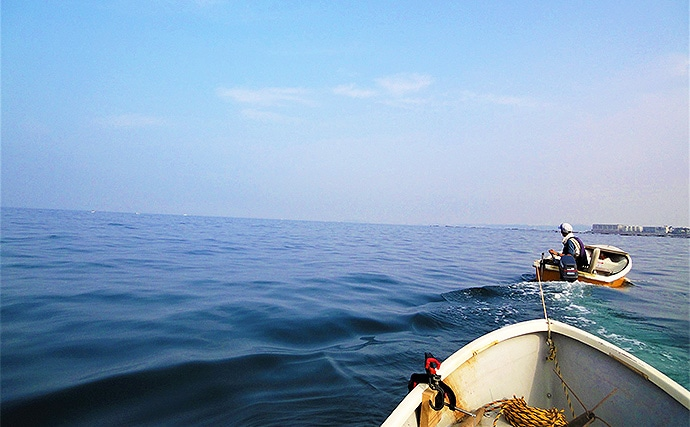手こぎボートでの「小サバ」泳がせ釣りで本命ヒラメ登場!【相模湾】