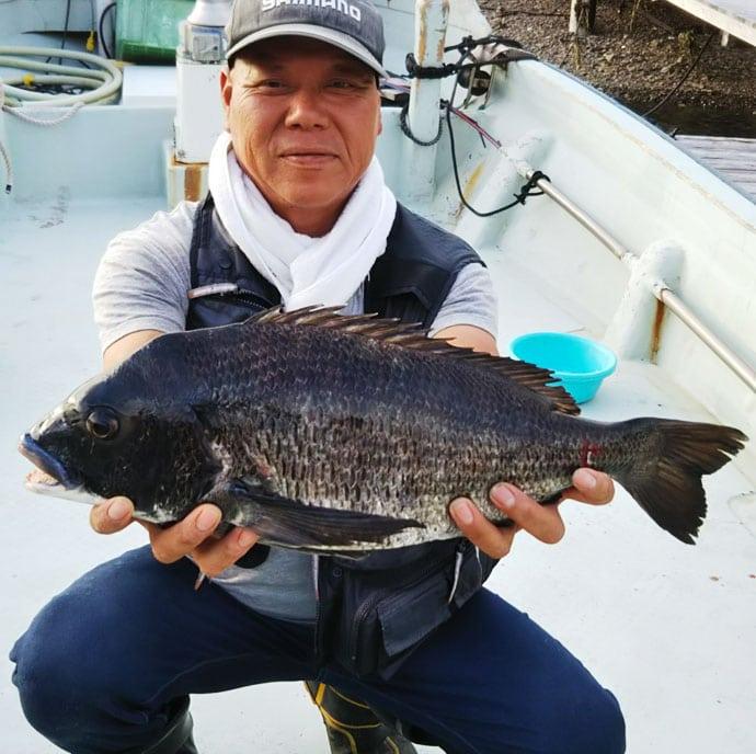 【三重県】カカリ釣り釣果速報 57cmクロダイに80cmマダイも!