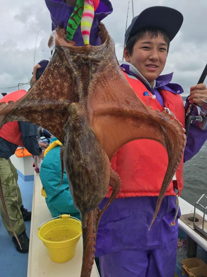 【愛知県】船釣り釣果速報 マダイにサワラにマダコにと多魚種好釣!