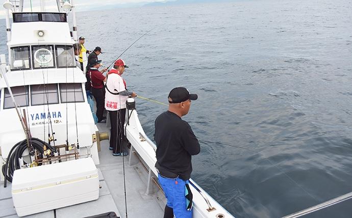 五ヶ所湾スーパーライトジギングで23魚種 珍客も【渡船屋たにぐち】