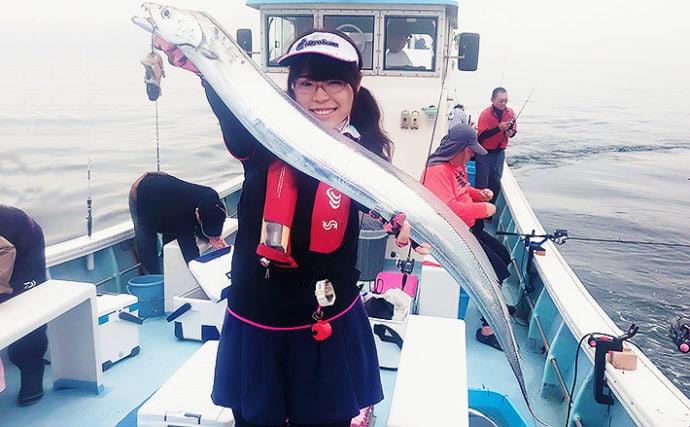 大阪湾テンヤタチウオで117cm頭に20匹 ブラックカラーがアタリ