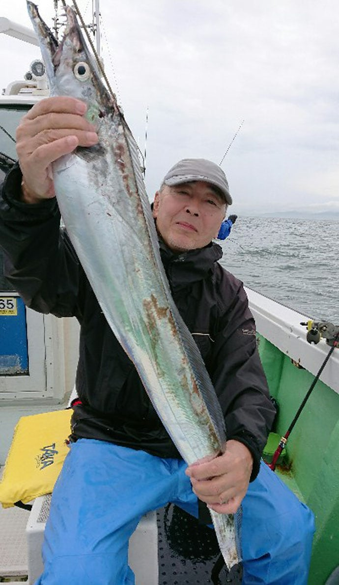 【大分県】沖釣り釣果速報 1kg級ジャンボイサキに指8本タチウオも