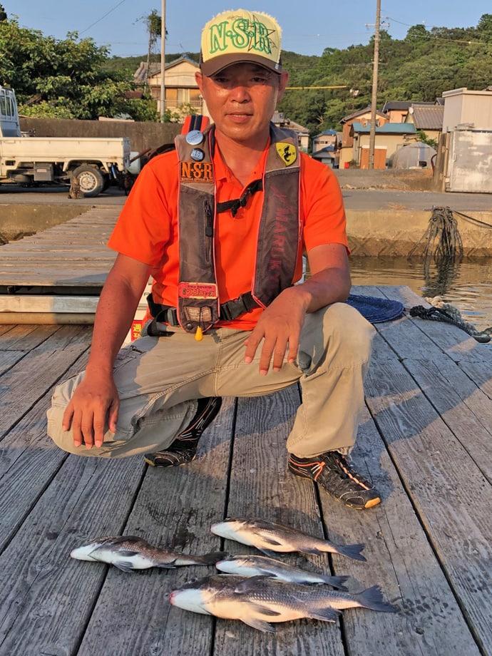 クロダイ狙いのダンゴ釣りで本命4匹 エサのローテが肝【やま栄渡船】