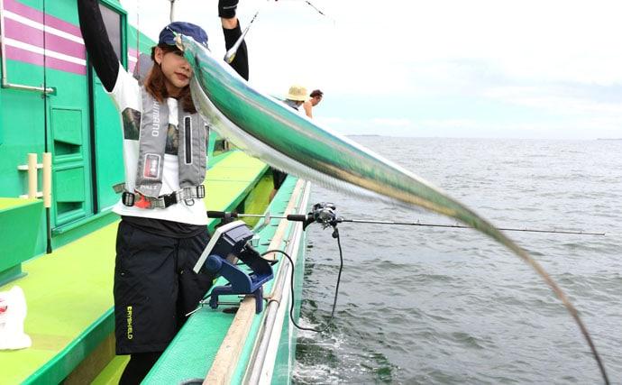 阪本智子が東京湾エサタチウオで好釣 指5本級連発も【千葉・吉野屋】