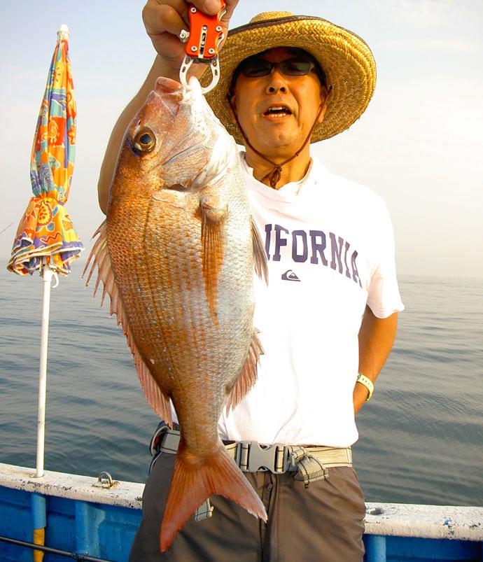 日立沖テンヤマダイで5.2kg大型マダイ 好ゲストも多彩【弁天丸】