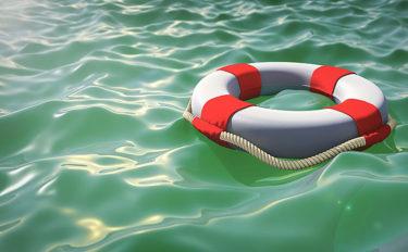ライフセーバーが教える『落水者救助アイテム』3選 デニムが浮く?