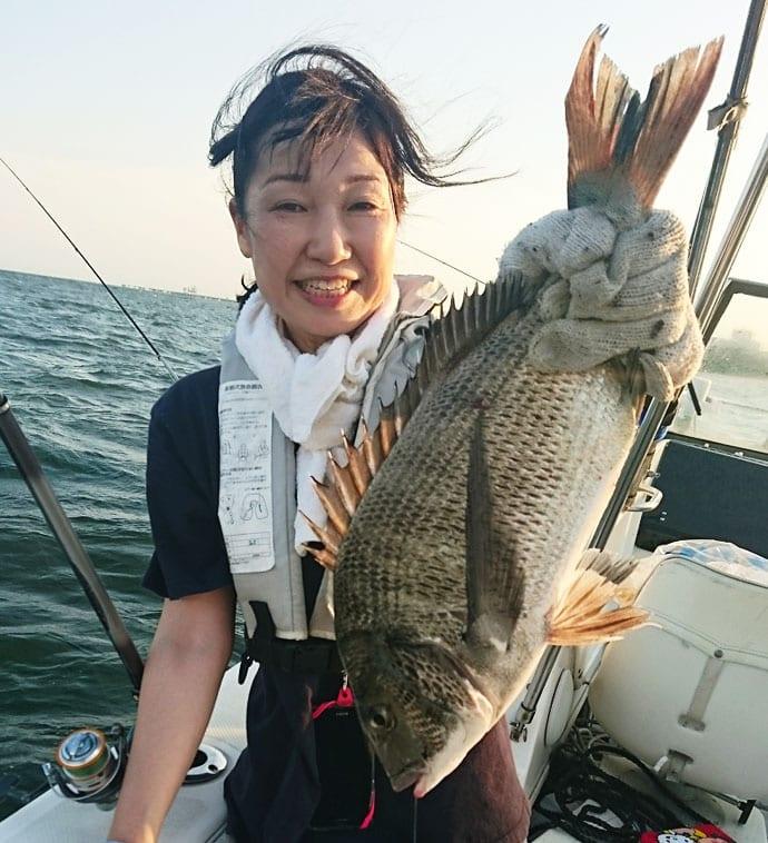 ボートからのブッコミ釣りで好ゲストの良型ウナギ登場【長良川下流】