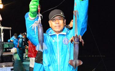 茨城『夜イカ』釣りでムラサキイカ中心に200尾超え【かもめ丸】