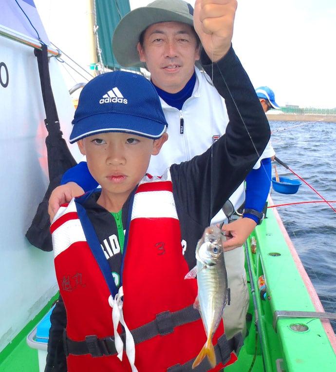 東京湾の伝統釣法『手ビシ釣り』で28㎝頭アジ30尾【神奈川・進丸】
