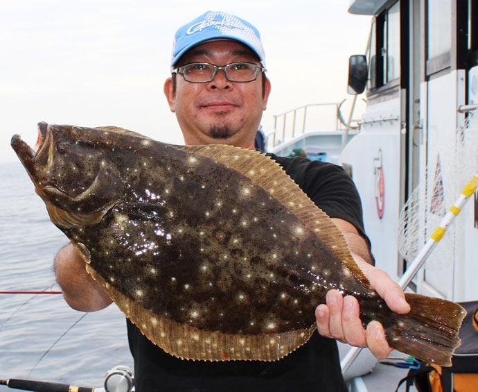 活きイワシ泳がせのヒラメ釣りで70cm頭に12尾【宮城県・大海丸】