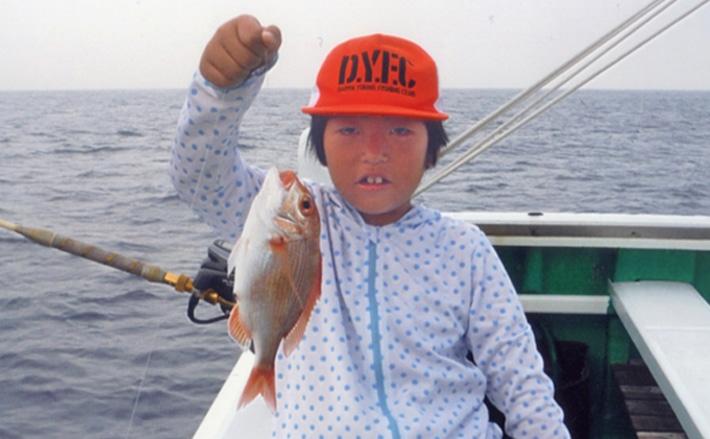 父と娘で底物五目釣り 良型キダイにアカイサキと子供も満喫!【焼津】