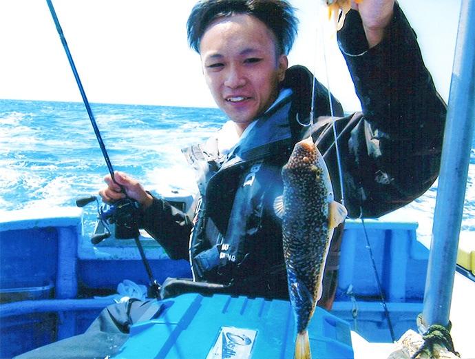 カットウ釣りで43cm頭にショウサイフグ33尾と絶好調【不動丸】