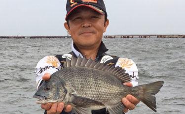 波止フカセ釣りで40cm超チヌ2尾 沖向けの潮が吉【一ノ谷堤防】