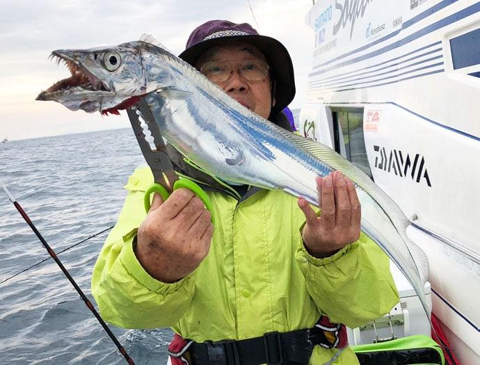 大分沖テンヤタチウオ釣行で指6本半級を頭に大型連発【Soyamaru】