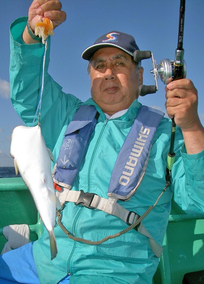 カットウ釣りで40cm級ジャンボショウサイフグ乱舞【茨城・長岡丸】