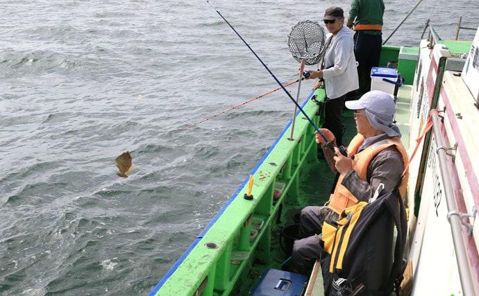 東京湾カワハギ船で厳しい中でも25cm超え多年魚キャッチ【弁天屋】