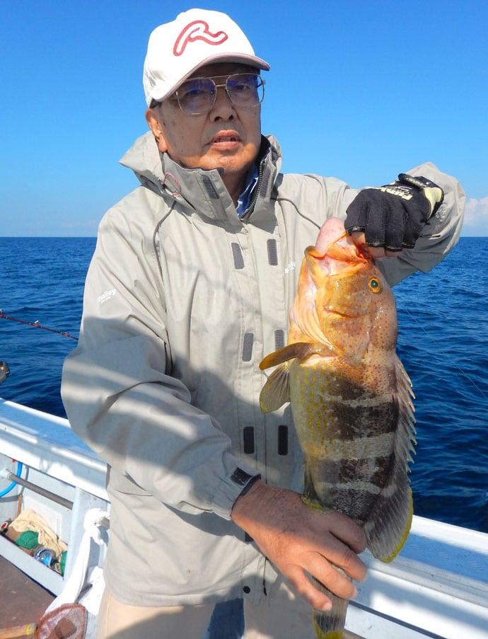 アジ泳がせ釣りで3kgタカバにレンコダイ3点掛けなど満喫【須賀丸】