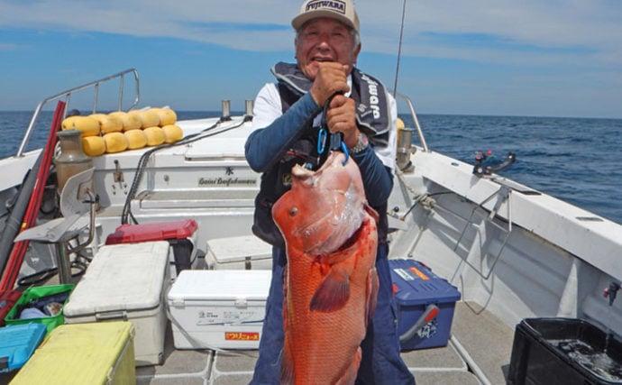 落とし込み釣りでヒラマサ連発にヒラメに特大カンダイ【第二大福丸】