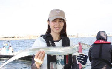 東京湾ジギングタチウオで指4本頭に8尾 初心者でも堪能【渡辺釣船店】