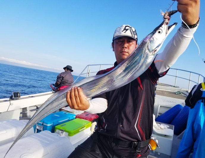【大分県】沖釣り最新釣果 指幅6.5本級タチウオに33cmカワハギ