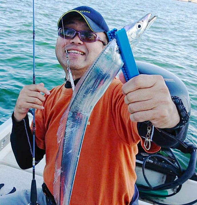 名古屋港ジギングタチウオでパターン見つけ連発 指4本頭に20尾