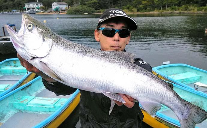芦ノ湖ボートフライフィッシングで60.5㎝コーホーサーモン