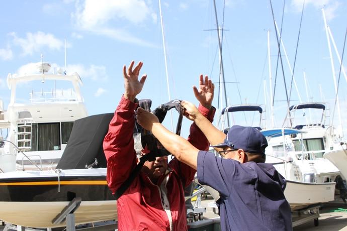 【動画あり】海上保安庁職員に聞く『ライフジャケット』の正しい使用方法