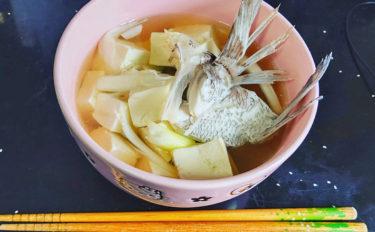 【釣果レシピ】マダイのアラ汁:旨味の宝庫!下処理&持ち帰り方も解説