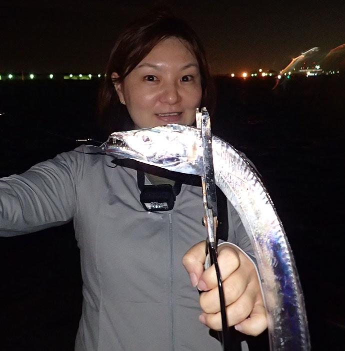 大阪湾波止タチウオ開幕 短い時合いを3つの釣法で攻略!【汐見埠頭】
