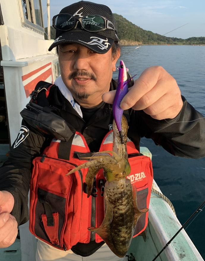 ティップランエギングで胴長25cm頭に6匹と好釣【和歌山・湯浅沖】