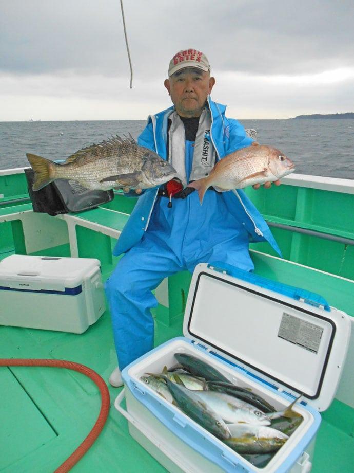 剣崎コマセマダイ&ワラサ船 海の中はイナダの青い絨毯?【瀬戸丸】