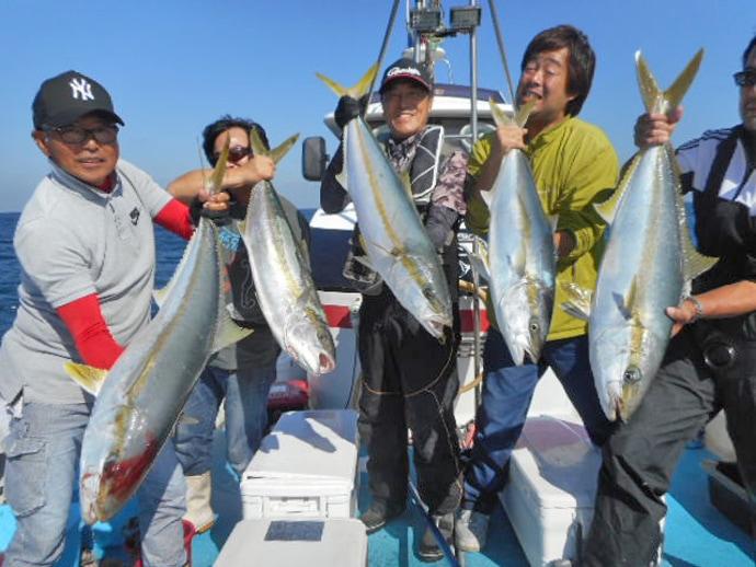 【福岡県】落とし込み最新釣果 メーター超え頭にヒラマサ船中80尾!