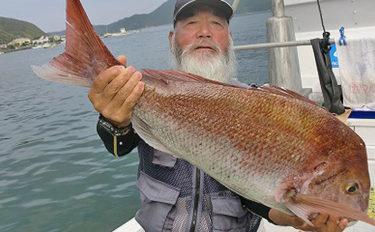 【三重】イカダ&カセ最新釣果 83cmマダイに55cmヒラメなど