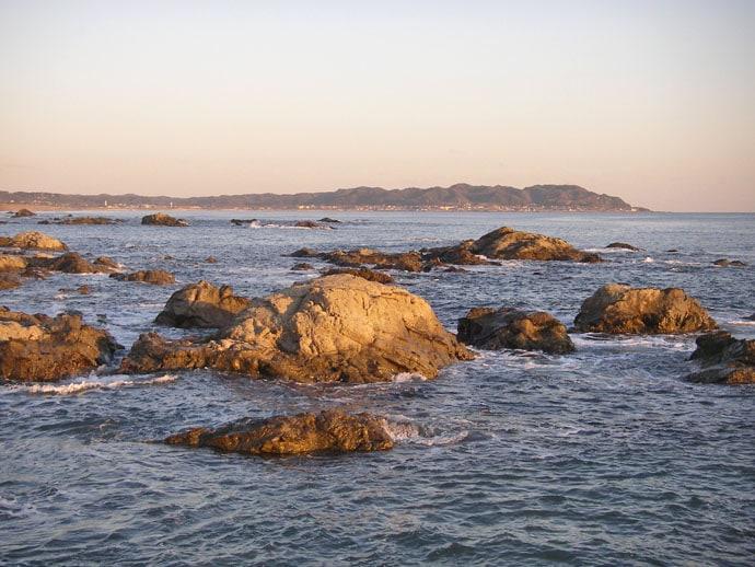 夜の磯フカセ釣りで40cm頭に口太メジナ7尾 潮変わりで連発【館山】